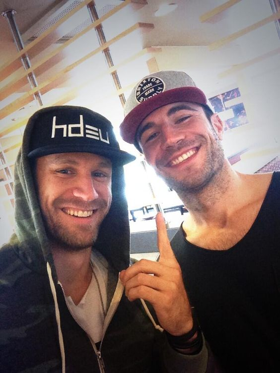 chase rice & sam hunt. 2 of my fav boys. Let's have a sleepover.