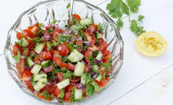 Kachumber (salade met tomaat, koriander en citroen) - De Wereld op je Bord