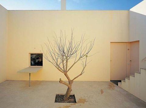 Eduardo Souto de Moura's house in the Sierra de Arrábida. @ apieceapart