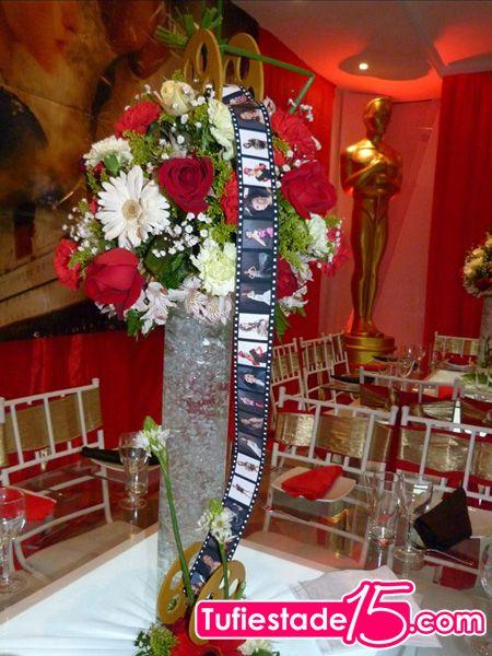 Centros de mesa para 15 a os foto 034 fiesta tematica for Mesas decoradas para 15 anos