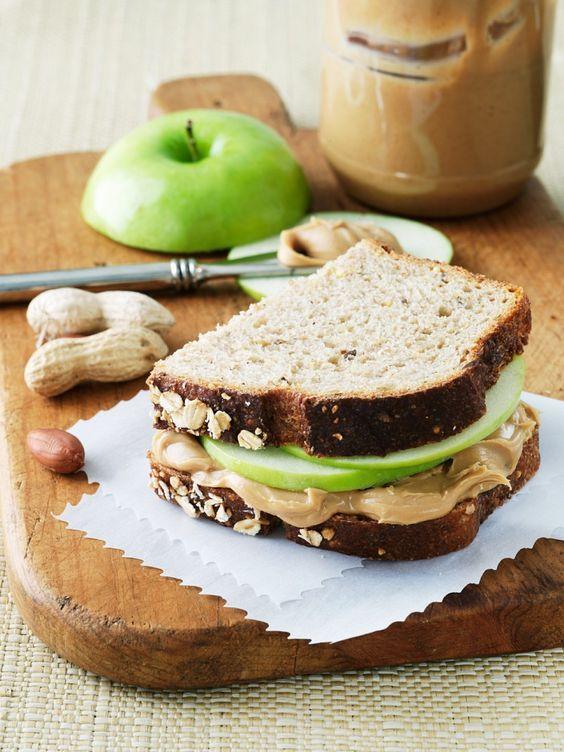 Apfel-Erdnussbutter-Sandwich | http://eatsmarter.de/rezepte/apfel-erdnussbutter-sandwich