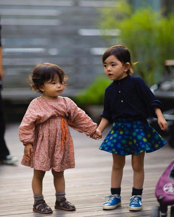 TOKYO. [apres la creche]  follow me on Snapchat for more!! nabile_jpmv • #Jaiperdumaveste #JPMV by #NabileQuenum #StreetStyle #jpmvtravels #kids #PhotoSurLeVif #Japan #Japon #Girls #Tokyo #NoFilter