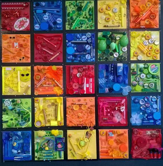Groepswerk, toevallig materiaal op geschept papier. Elke leerling verzamelt 'afval' op kleur. het geheel vormt een groepscollage.
