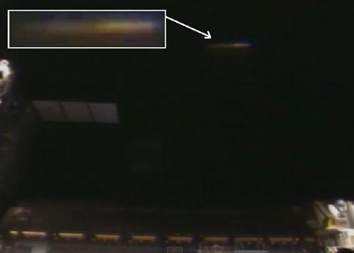 Imagens Fantásticas: UFO Dourado Próximo a Estação Espacial, Julho 2014