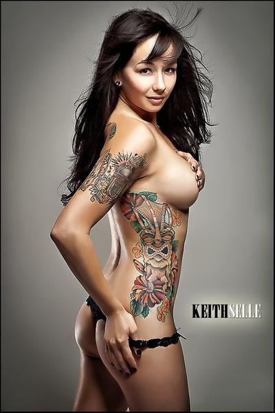 Vakker Jente Med Tatoveringer