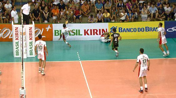 Lance com os pés de levantador vira ponto do Campinas; assista ao vídeo #globoesporte