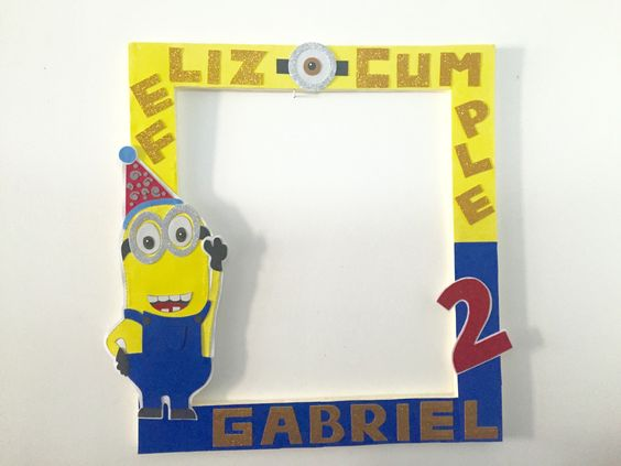 Marco Gigante/ Selfie Frame para sacar fotografías como recuerdo a invitados en festividades. Base del marco hecha en plumavit/ hielo seco/ unicel y forrado - adornado con goma eva / foami.