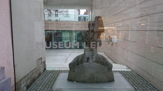 Museum M staat voor spannende en overwachte combinaties van oude en actuele kunst.