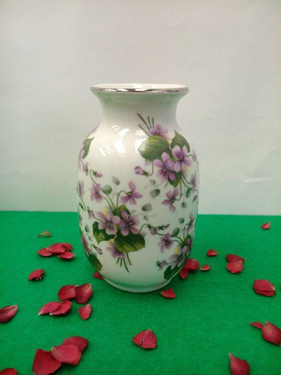 Precioso Jarron de porcelana en miniatura.                              …