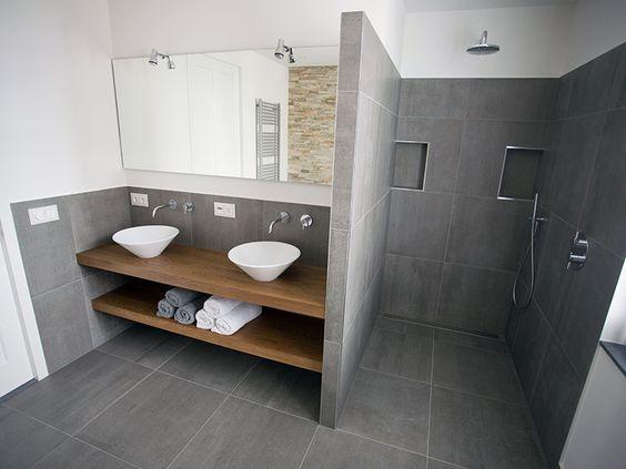 Meer dan 1000 idee n over zolder badkamer op pinterest kleine zolderbadkamer zolderkamers en - Kleine badkamer deco ...