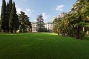 Die Begrünung des Hotels erinnert an einen Schlossgarten.