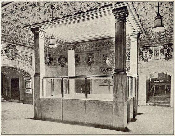Metro de Sol en 1924. Se pretendió que la decoración elegida para dar ornato a estos espacios fuera sobria, utilizando azulejos españoles de tonalidades claras en los revestimientos de bóvedas y muros