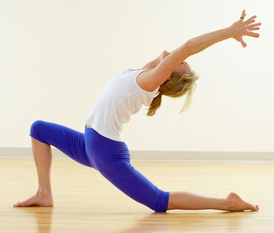Deep reverse lunge yoga poses the floor and hip flexors for Floor yoga stretches