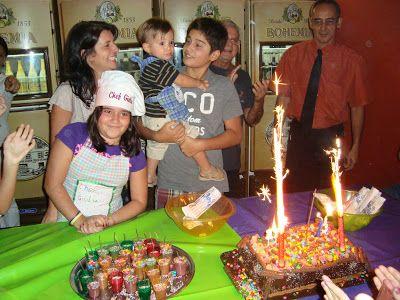 Dica para aniversário de criança: criancas com avental com nome fazendo toda a comida (cachorro quente, pizza, bolo, brigadeiros)