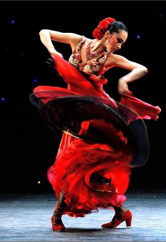 Flamenco dance is the national dance and essence of Spain. As one of the most influential cultural dance forms, it is a dance combined with gypsy culture as well as Andalusia's folk culture in Spain. Its inner strength is reflected by its graceful dance steps and movements, with provocative dance form, strong rhythm.