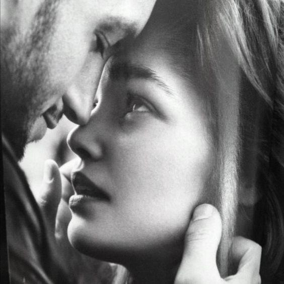 Markus y Sara... ―Quiero volverte a ver. Ella balbuceó, estaba tan nerviosa que apenas podía articular palabra. El extraño magnetismo de aquel hombre la dejaba aturdida....: