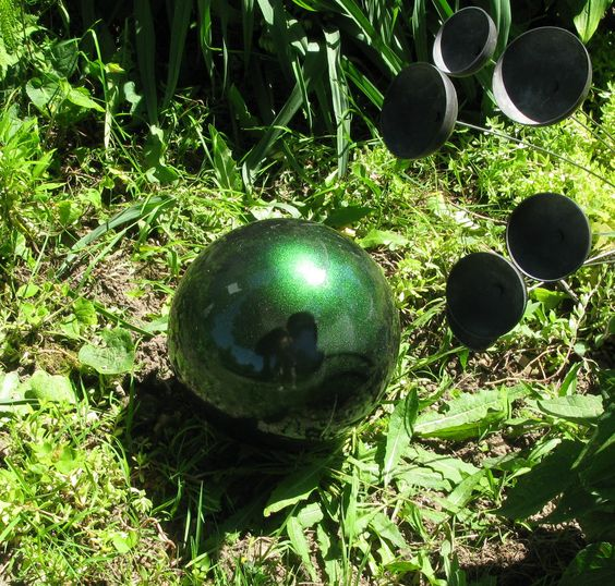 Yard art from old bowling ball and krylon 39 s mystique paint for Sphere garden design