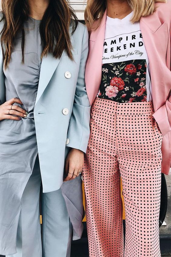 Bright street style, blue suit, pink suit, gingham. Street style, street fashion, best street style, OOTD, OOTD Inspo, street style stalking, outfit ideas, what to wear now, Fashion Bloggers, Style, Seasonal Style, Outfit Inspiration, Trends, Looks, Outfits.