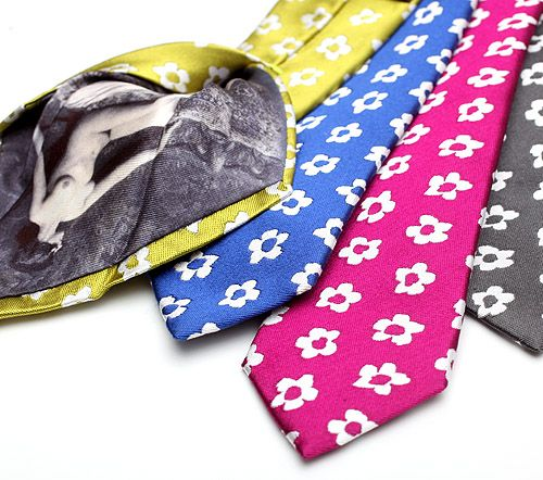 Awesome tie, with very cool reverse design by blick