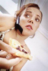 Satiété, Manger assez, Repas suffisant, Quantités et déjeuner - Repas sur le pouce, Encas et régime, Snacking, Fast food et diététique - Le problème quand on déjeune sur le pouce, c'est qu'on a tendance à ne pas manger suffisamment. Car, si panini, hamburger, chips ou part de pizza affichent un apport énergétique important...
