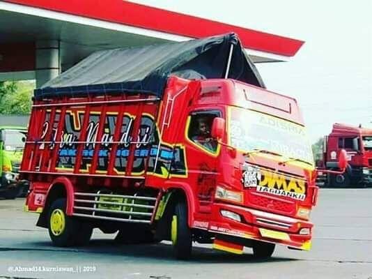 Tren Truk Oleng Dan Bus Oleng Yang Membahayakan Truk Derek Konsep Mobil Truk Besar