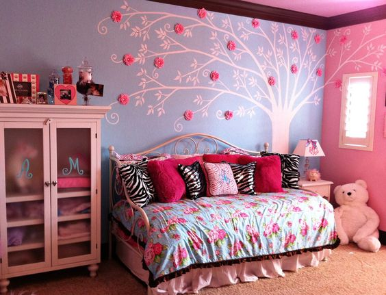 Beautiful color combo for a #biggirlroom: tiffany blue + pink!