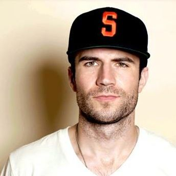 Sam Hunt, such an outstanding voice  country music songwriter also ridiculously hot