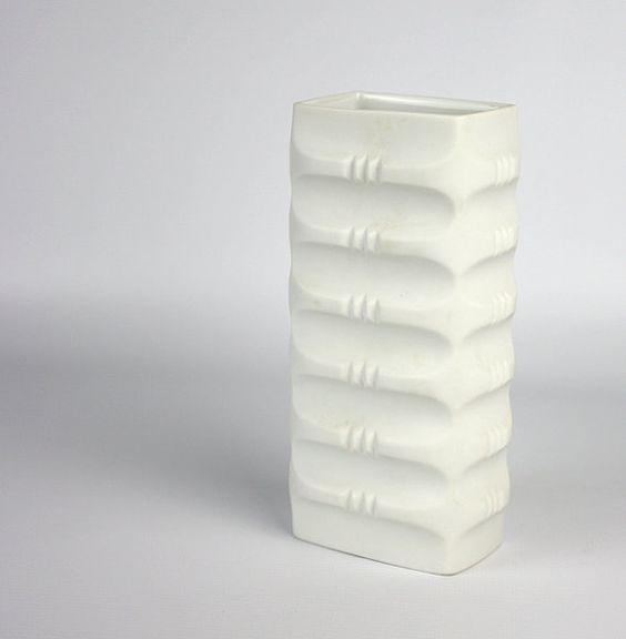 Vintage deutsche Bisque Porzellan Op Art Vase von von Retromojo