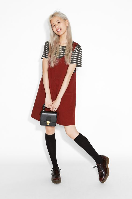 A dungaree style dress in cotton twill with biiig front bucket pockets, nifty adjustable straps and a rounded neckline.