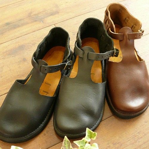 Uses of coconut oil to clean leather shoes