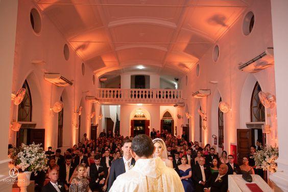 Casamento na igreja. Casamento Clássico | Cecília e Luiz