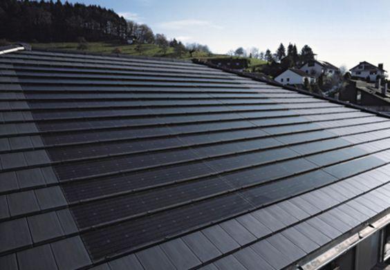 Photovoltaik-Dachziegel fallen kaum auf. Eindeckung durch die Glock & Mews Bedachungen GmbH in Stuttgart (70439) | Dachdecker.com
