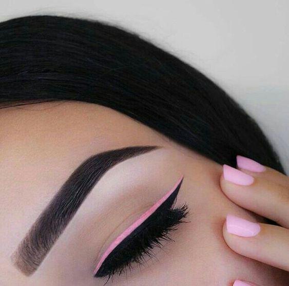 Pink and black winged eyeliner  Pinterest: @framboesablog