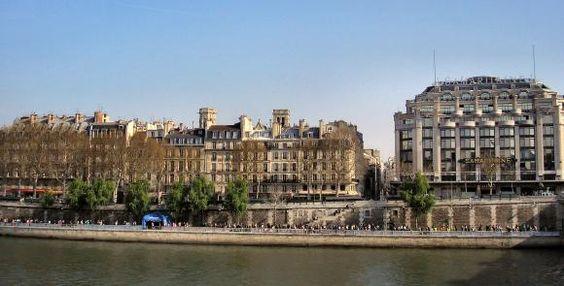 Quai de la Mégisserie,à Paris (1er).