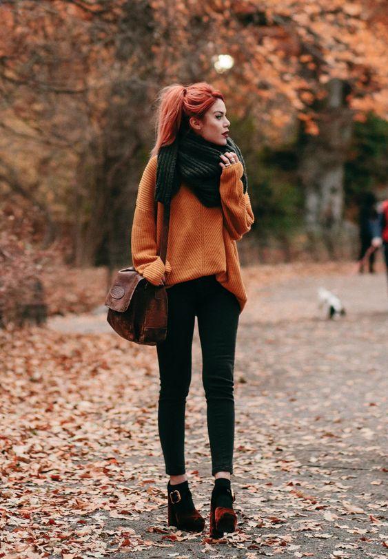 outfits con pantalón negro y suéter otoño