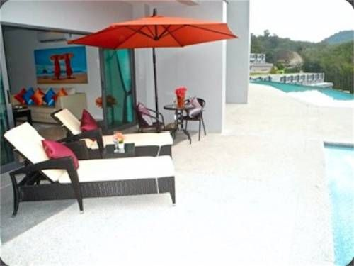 Patong Bay Hill 1 bedroom Apartment Patong Beach Located 800 metres from Phuket Simon Cabaret in Patong Beach, this air-conditioned apartment features free WiFi and a balcony. The property is 1.6 km from Jungceylon Shopping Center and free private parking is available.