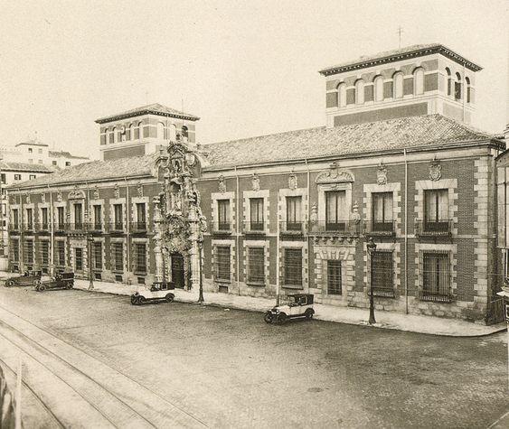 Calle de Fuencarral y antiguo Hospicio. Madrid, década de 1930.