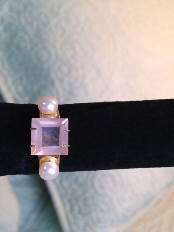 Anel em ouro 18k , quartzo rosa e pérolas