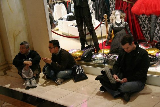 Οι άνδρες μισούν τα ψώνια , κοιτάξτε τους - https://kaftipiperia.com