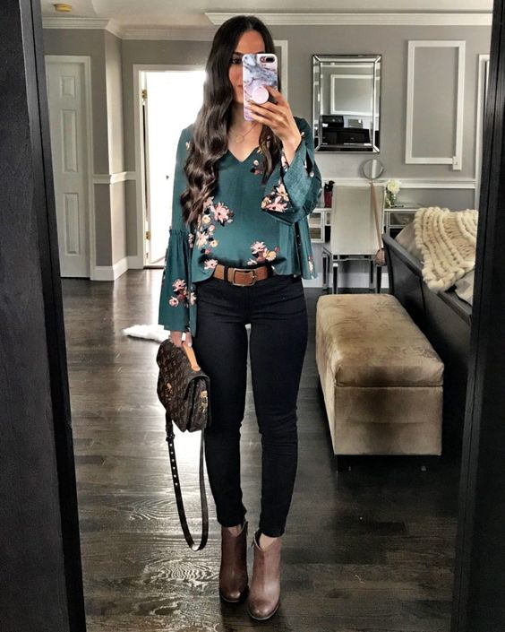 Floral bell sleeve top | Chic Fall black skinny jeans outfit