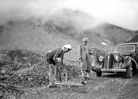 TDF. 1939, pinchazo rueda trasera, ultimo tour antes de la 2 Guerra Mundial