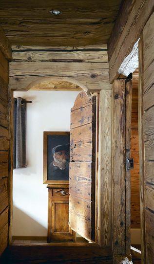 Le couloir, direction la chambre des enfants... - Chalet pour skieurs - CôtéMaison.fr