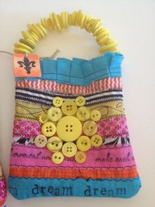 Check out this free tote bag pattern to make your own DIY tot...