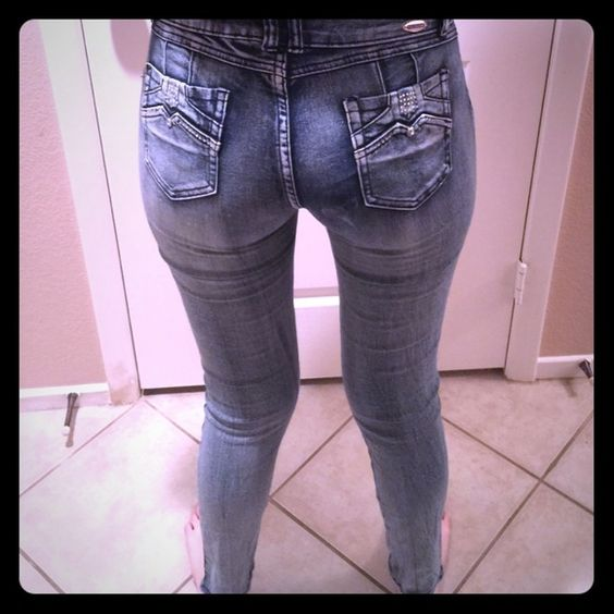 """Size 11 sexy skinny jeans with bling!! Sexy skinny jeans blinged out by Mitzi Michel, light blue gray washed look!! Size 11 with a 31"""" inseam!!  Mitzi Michel Jeans Skinny"""