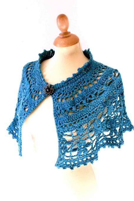 Stunning crochet capelet called Chanson en crochet.: Crochet Capes, Shawls Wraps, Crochet Free Patterns, Crochet Cape Pattern Free, Crochet Capelet Free Pattern, Crochet Capelet Pattern, Cape Crochet Patterns