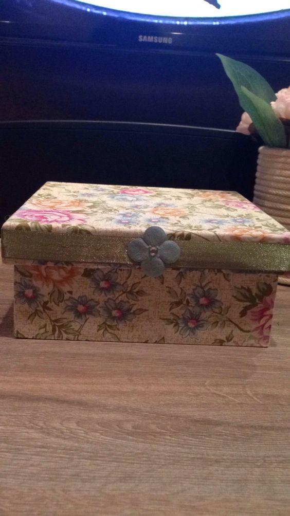 Caixa quadrada pequena  Estampa floral