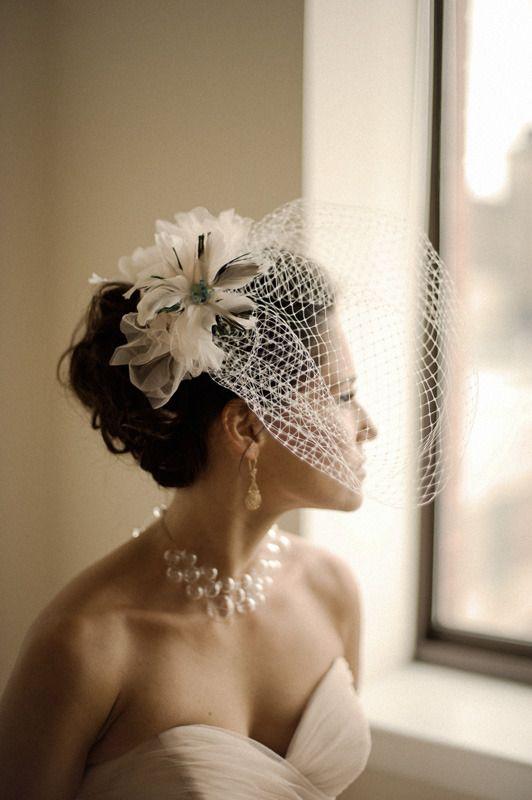 lindo conjunto...flores, voillete, colar e vestido...apenas o voillete que poderia estar um pouco menor...