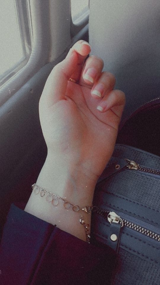 Pin By Celia On تصويري Girl Hand Pic Cute Girl Poses Photo Ideas Girl