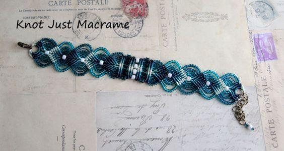 Ombre ombreggiato Micro Macrame braccialetto in di KnotJustMacrame