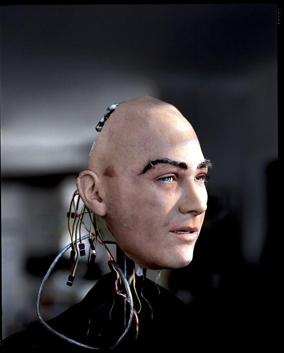 """Joey Chaos, un frère de Bina48, créé par David Hanson .photo Max Aguilera-Hellweg ( """"le coeur des robots sur Arte.tv juin 2015)"""